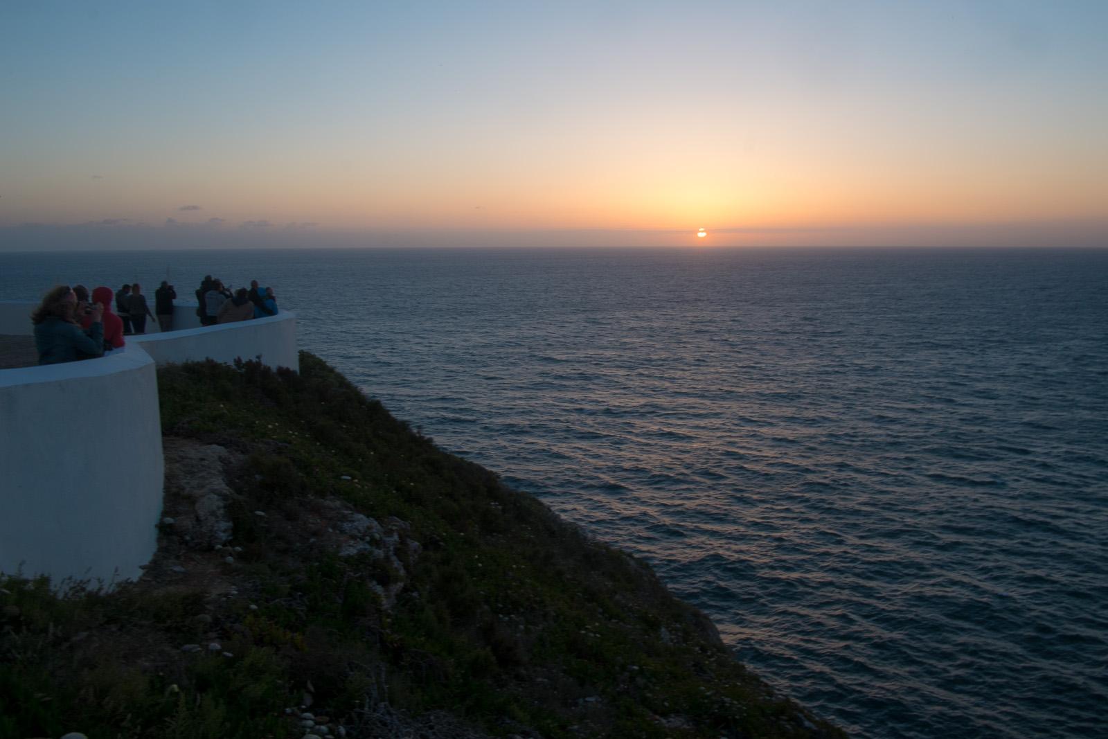 Despedida com o pôr do sol. A equipa no Cabo de S. Vicente, o extremo sudoeste da Europa e de Portuga